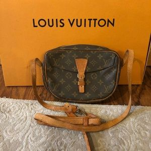 Authentic Louis Vuitton Jeune fills crossbody bag